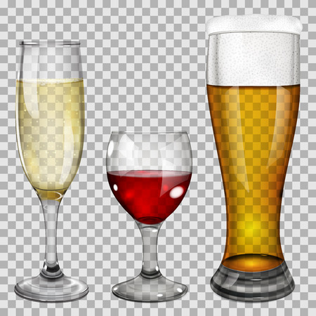 Tři průhledné skleněné číše s vínem, šampaňským a pivo. Na pozadí kostkovaný.