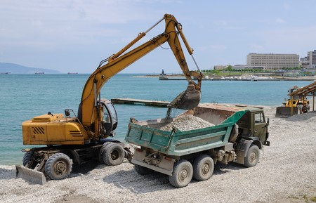 Loading of a pebble by a dredge in a dumper