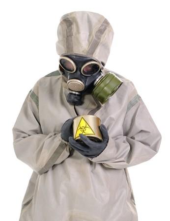 riesgo biologico: La persona en traje de protecci�n con un riesgo biol�gico enlatado jar.