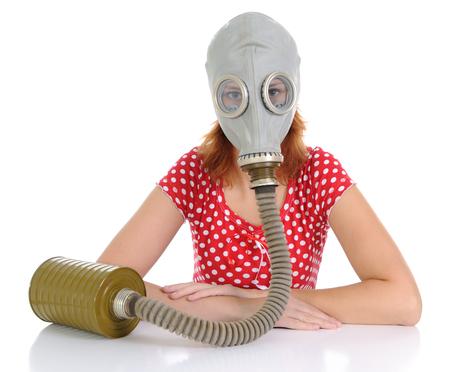 gasmasker: De vrouw met gas masker op een witte achtergrond. Kijken naar camera  Stockfoto