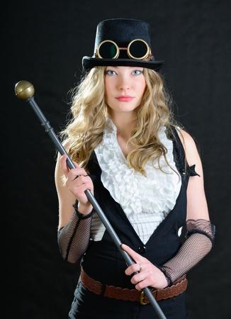 steampunk goggles: Steampunk mujer con un bast�n, sombrero de copa y gafas.