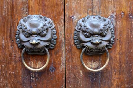Threshold pull ring on the door
