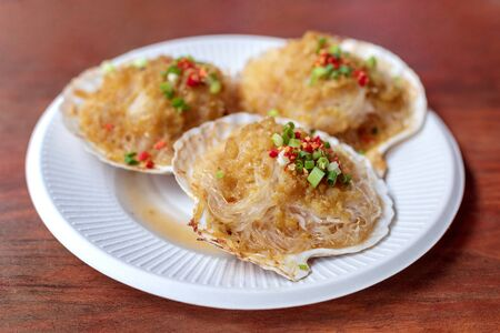 Fried garlic and glass noodles with scallops in a paper tray Stock Photo