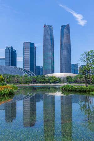 Chengdu Jiaozi Park Lake View and Financial City Architecture Banco de Imagens - 151081516