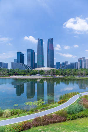 Chengdu Jiaozi Park Lake View and Financial City Architecture Banco de Imagens - 151081520