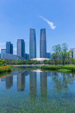 Chengdu Jiaozi Park Lake View and Financial City Architecture Banco de Imagens - 151081523