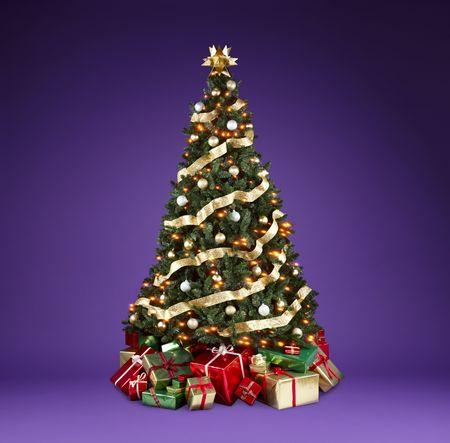 Wunderschön dekoriert Weihnachtsbaum mit Lichter, Bänder und Ornamente, die Schüsse auf einem reichen violetten Hintergrund mit Kopie, Raum