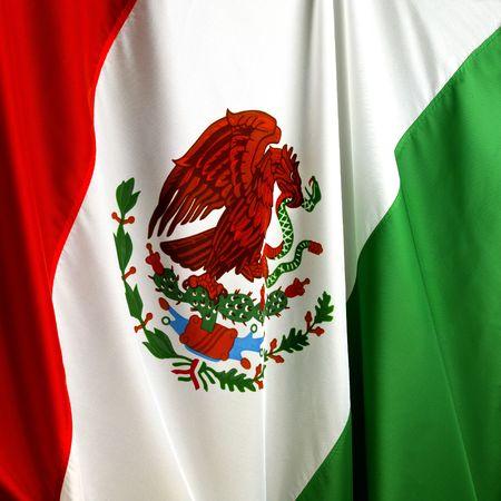 bandera mexicana: Disparo de macro de la bandera mexicana ondulada  Foto de archivo