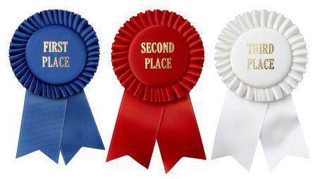 primer lugar: Close up tomas de primer, segundo y tercer lugar cintas disparo sobre fondo blanco