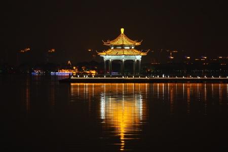 gong: Li Gong di, Suzhou at night