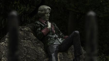 subversive: Statue of Oscal Wilde in Dublin