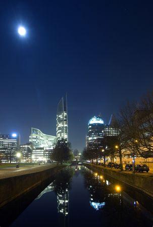 den: The imposing skyline of Den Haag at night