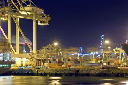 seafreight: Actividad en la noche en el Puerto de Rotterdam