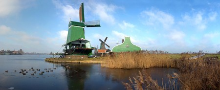 zaan: Panoramic image of an old, typically Dutch saw mill at the tourist attraction