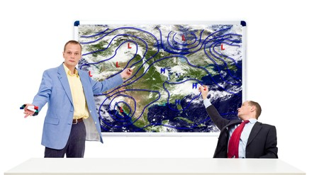 meteo: Two weathermen behind an anchor desk showing the weather forecast
