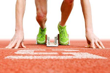 pista de atletismo: Atleta en la parrilla de salida, listo para ir Foto de archivo