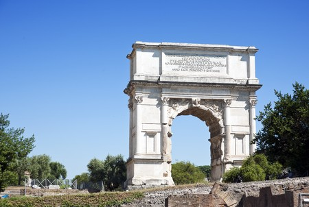 sacra: The Arch of Titus is a 1st-century honorific arch, located on the Via Sacra, Rome, Italy, just to the south-east of the Forum Romanum Stock Photo