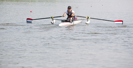 floaters: Disabled oarsman during the start of a stroke in a skiff Stock Photo