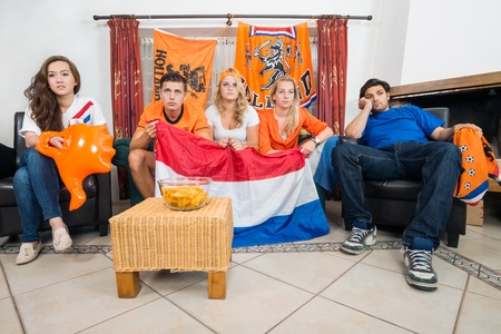 fiasco: Dissillusioned Dutch sports fans watching their national team loose on television