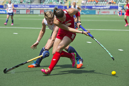 duelling: THE HAGUE, NETHERLANDS - JUNE 1: (GBR Kate Richardson-Walsh and USA Michelle Kasold duelling for the ball during the Hockey World Cup 2014 in the Kyocera Stadium in the preliminary match between England and USA (1-2) on June 1, 2014 in The Hague.