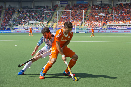 duelling: THE HAGUE, NETHERLANDS - JUNE 1:  Field hockey player Kemperman (NED) fencing off Manuel Brunet (ARG) during a fierce charge during the Hockey World Cup 2014 in the Kyocera Stadium in the preliminary match between Netherlands and Argentina (3-1) on June 1 Editorial