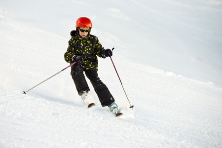 wintersports: Young boy, skiing
