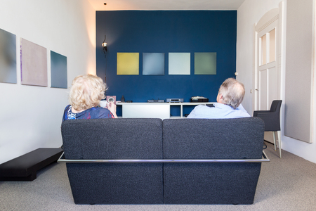 amp: An elderly couple in theri living room listening to music Stock Photo
