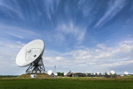 Parabolic satellite station that intercepts phonecalls for intelligence agency's Stockfoto
