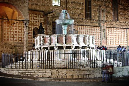 spectre: Fountain in Perugia, Italy