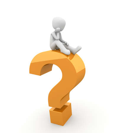 вопросительный знак: Персонаж сидя на верхней части много вопросов. Фото со стока