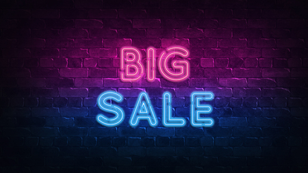 big sale neon sign. purple and blue glow. neon text. Brick wall lit by neon lamps. Night lighting on the wall. 3d illustration. Trendy Design. light banner, bright advertisement 免版税图像