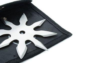 shuriken: Shuriken de nindzya aisladas sobre fondo blanco