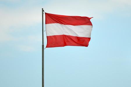 Sterreichische Flagge Standard-Bild - 81164266