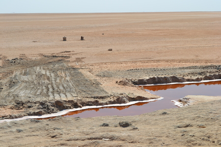 Salt lake; Tunisia 版權商用圖片 - 92613035
