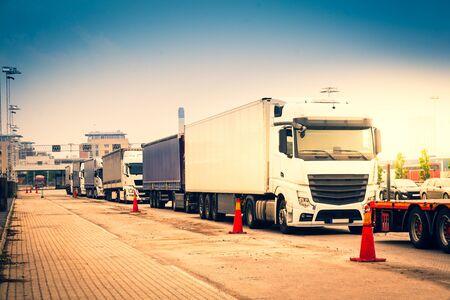 Trucks waiting on border Stockfoto