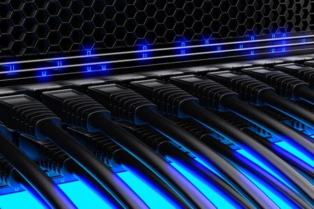 Moderní síťový přepínač s kabely.