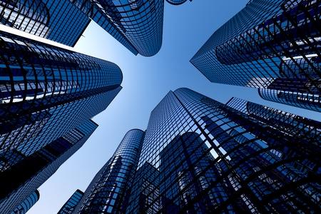 épület: Alacsony, szög, lövés, modern üveg városi épületek tiszta égbolttal a háttérben.