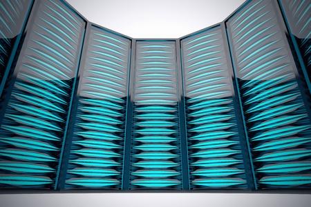 Rang�e de support futuriste serveurs mont�s dans le centre de donn�es. LED bleu vif.
