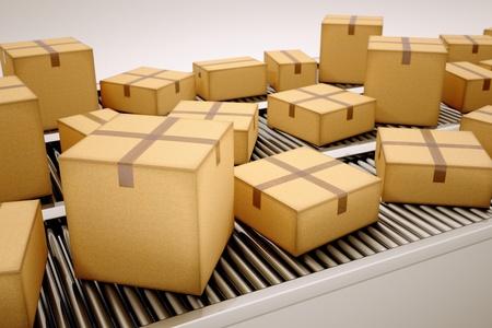 Balíčky jsou seřazeny na pásovém dopravníku. Reklamní fotografie