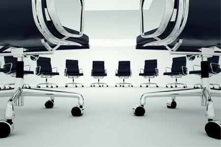 Zwarte bureaustoelen gerangschikt in een cirkel Stockfoto