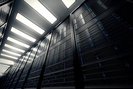 Imagem apresenta uma vista inferior de uma sala equipada com servidores de dados As luzes LED azuis estão piscando A imagem pode representar computação em nuvem, armazenamento de informações, etc. ou pode ser o plano de fundo perfeito para a tecnologia
