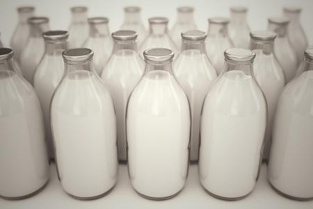 Front shot van ouderwetse glazen flessen gevuld met melk op een witte backround. Perfect voor elke medische of natuurlijke nutricion realted doeleinden. Stockfoto