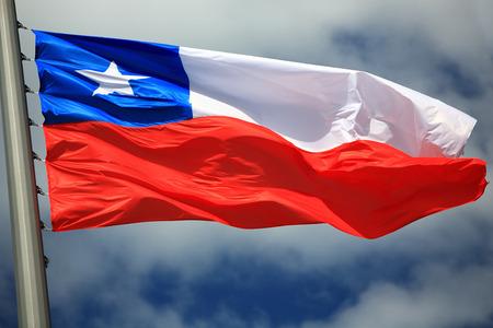 Vlag van Chili tegen de hemel Stockfoto