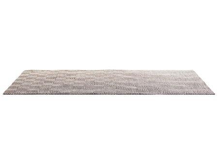 Moderner brauner Teppich mit weißem geometrischem Muster auf weißem Hintergrund mit Schatten. 3D-Rendering