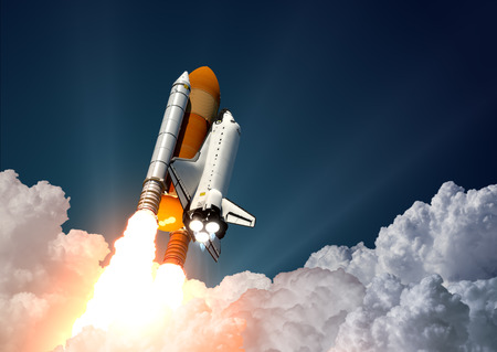 raumschiff: Realistische 3D-Szene Of Space Shuttle Launch Lizenzfreie Bilder