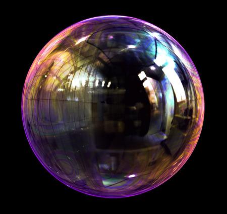 Burbuja de jabón Sobre Fondo Negro. Escena 3D. Foto de archivo