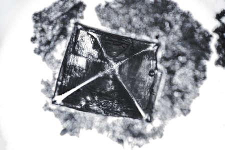 Amazing salt crystal close up under the light microscope. Grown crystal of table salt 版權商用圖片