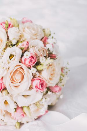 Schöne Hochzeit Bouquet und Schöne Trauringe