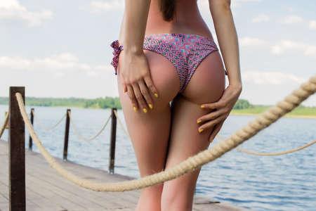 Mujer caliente en bikini tocando Foto de archivo