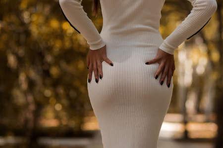 Trendy woman standing on path in park 免版税图像